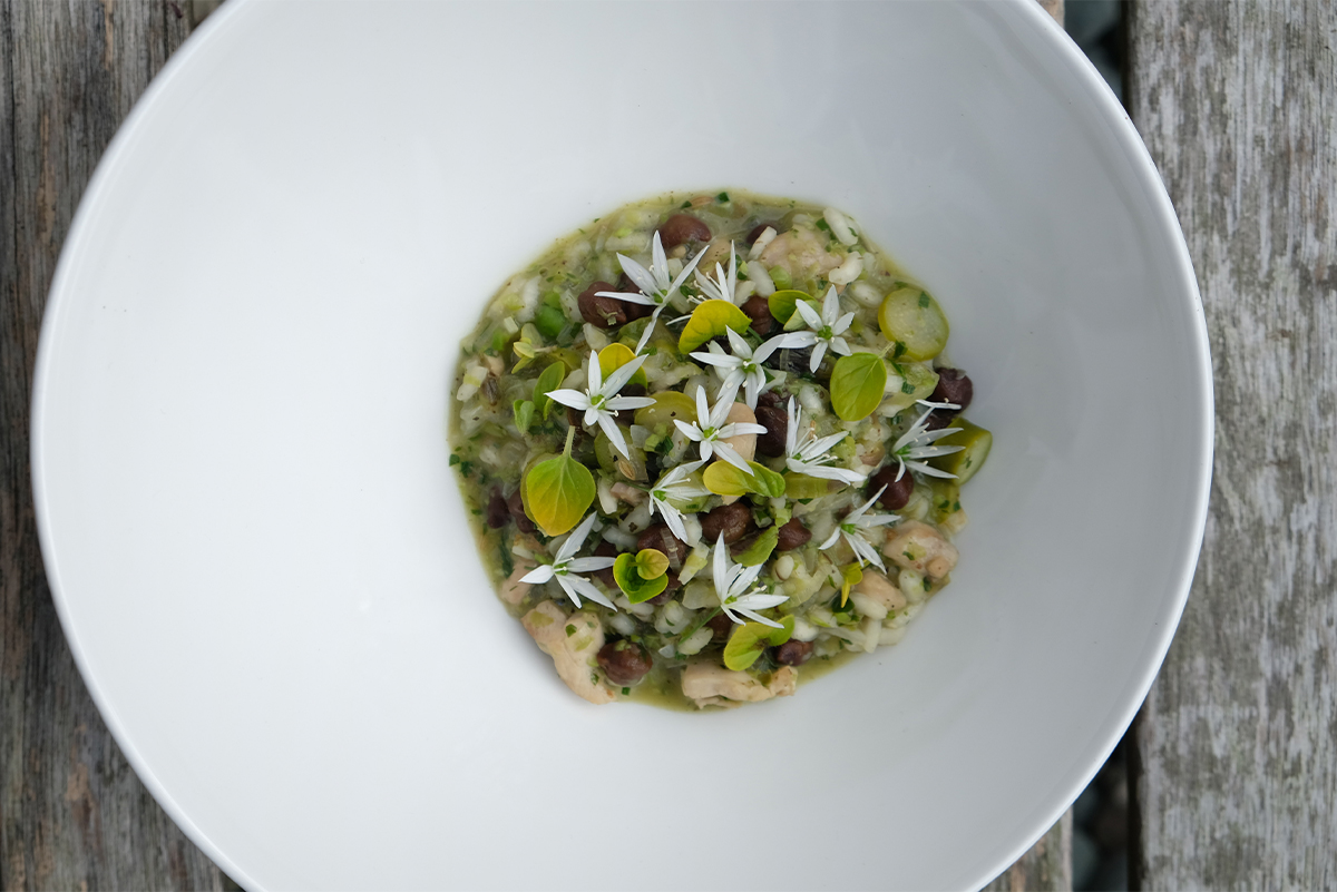 Wild-Garlic-and-Asparagus-Risotto-with-Wild-Garlic-Flowers