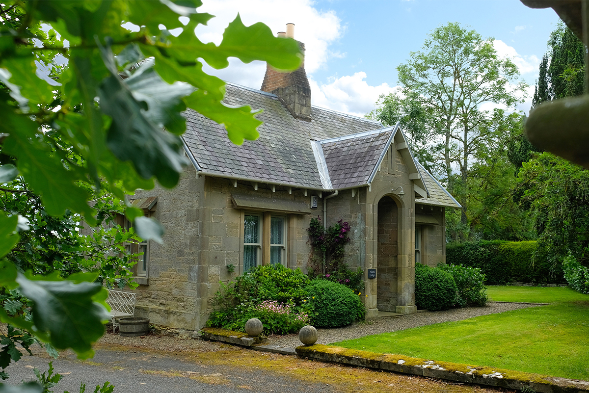 http://talesofthetweed.co.uk/wp-content/uploads/2020/07/Milne-Graden-Summer-North-Lodge-Cottage-Garden-1.jpg