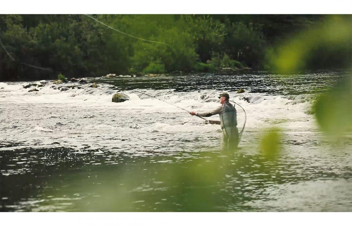 ghillie_casting_river