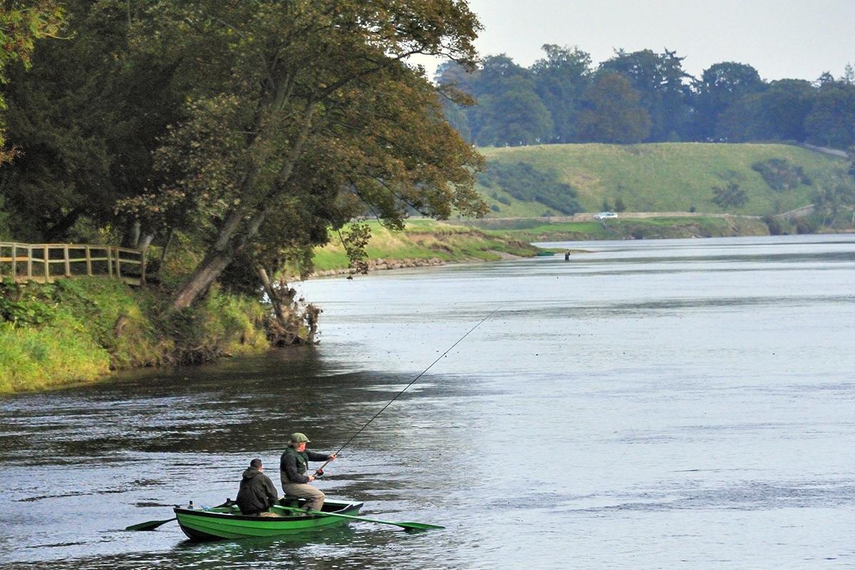 Milne-Graden-Fishing-River-Tweed-anglers-Boat-