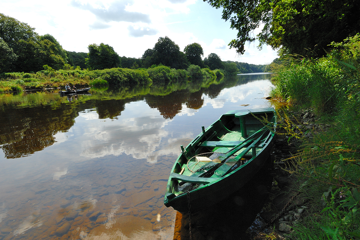 Milne-Graden-Fishing-River-Tweed-Boat-with-anglers