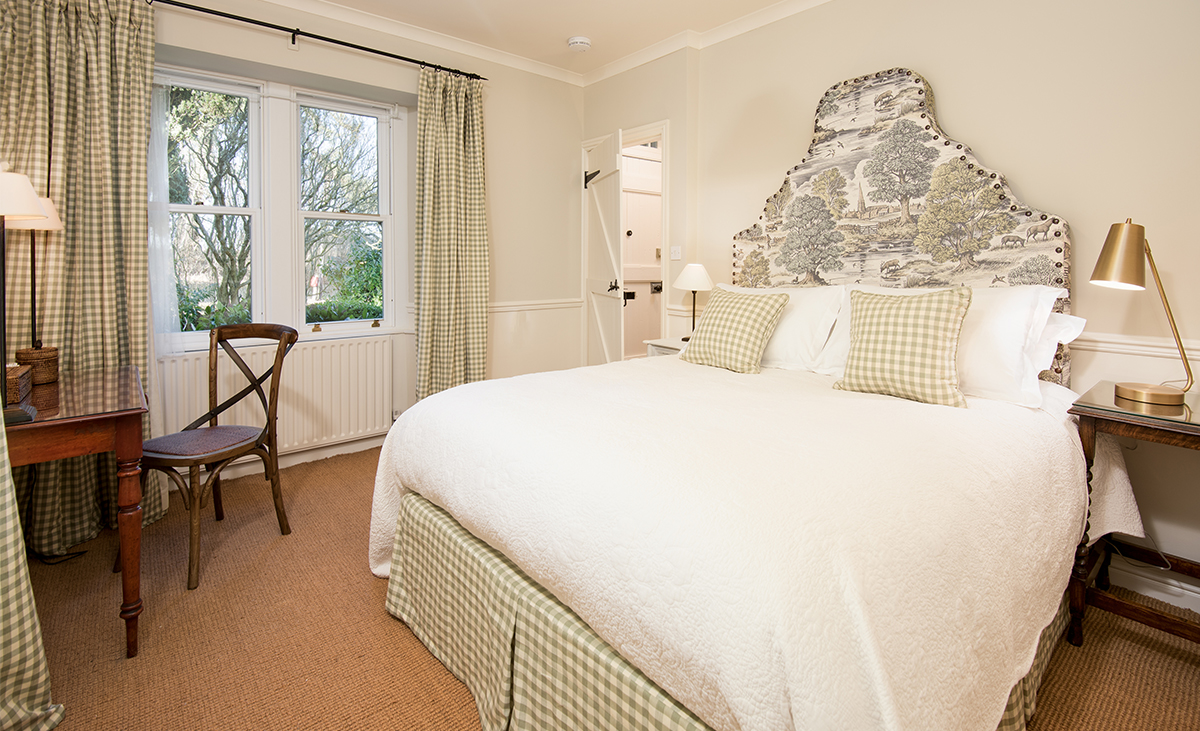 Milne-Graden-Holiday-Cottages-North-Lodge-Andrew-Davidson-Royal-oak-fabric-on-feature-headboard