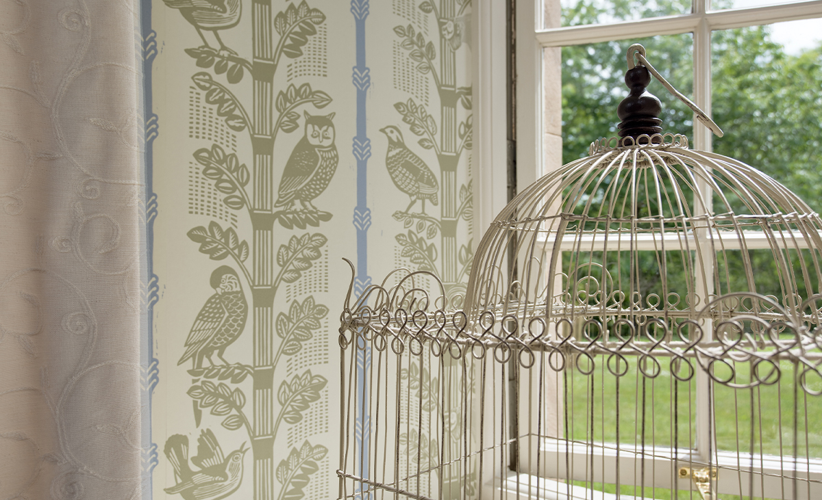 Milne-Graden-Holiday-Cottages-Hamilton-House-Monkeys-and-Birds-wallpaper-in-window